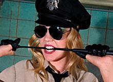 Annette Schwarz in Pirate 103