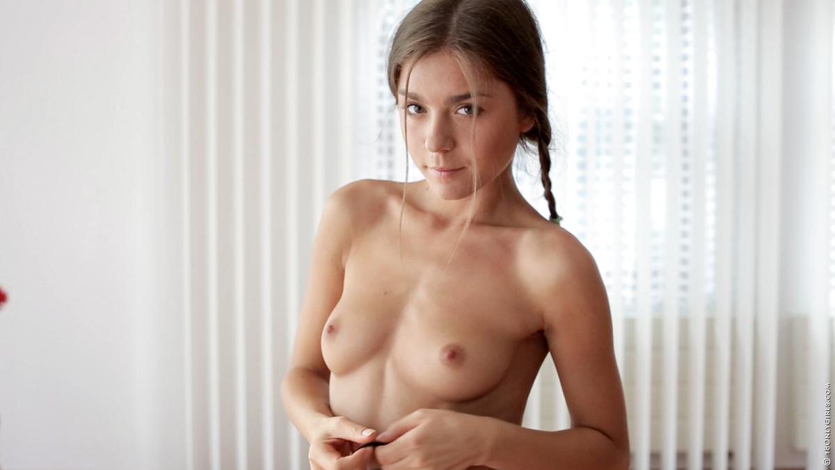 Blonde hottie nude