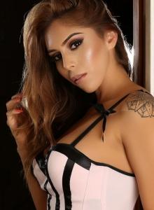 Alluring Vixens: Curvy Alluring Vixen babe Theresa Erika shows off her tight body in a sexy corset