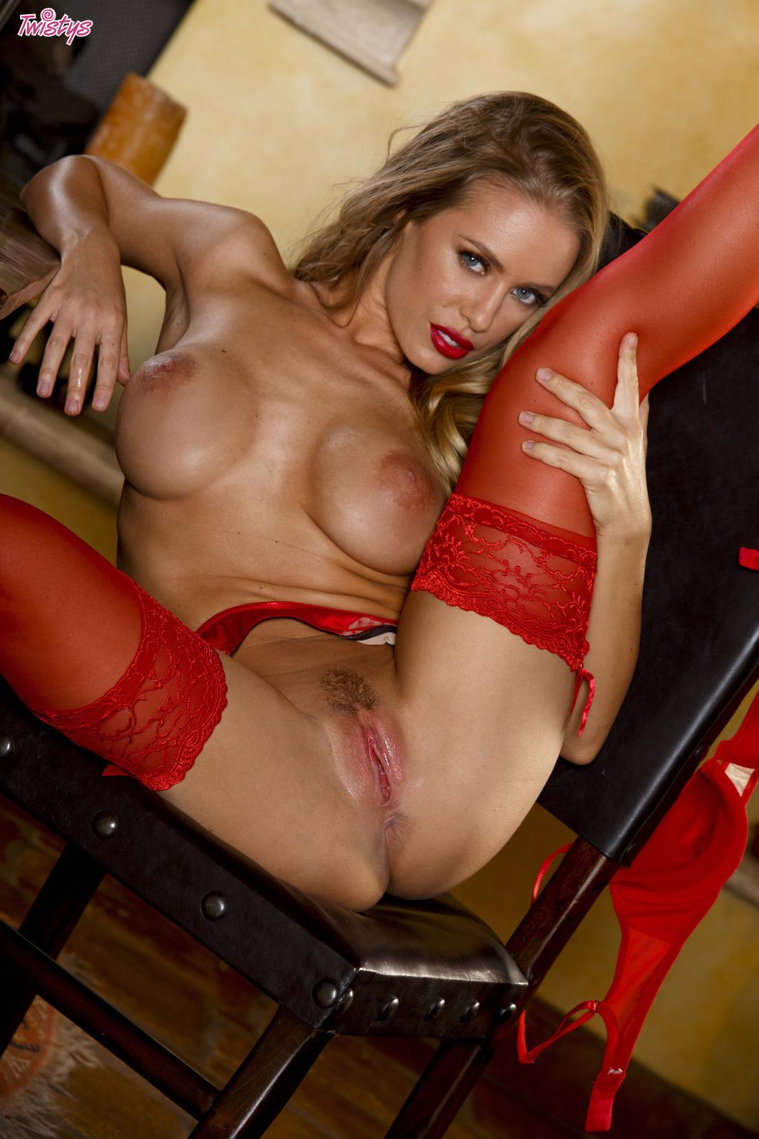 Смотреть бесплатно порно красные чулки 3 фотография