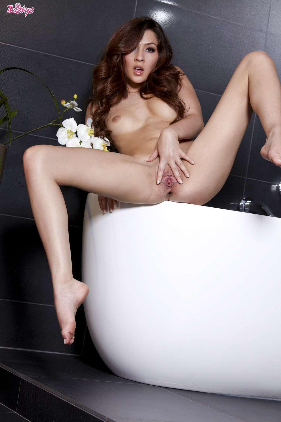 image Pretty redheads face takes a cum creaming