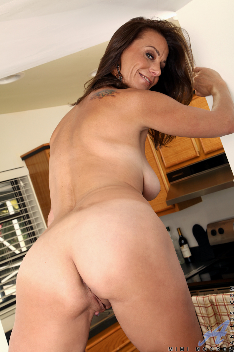 Busty milf deauxma uses 4 inch anal plug amp dildo to squirt 10