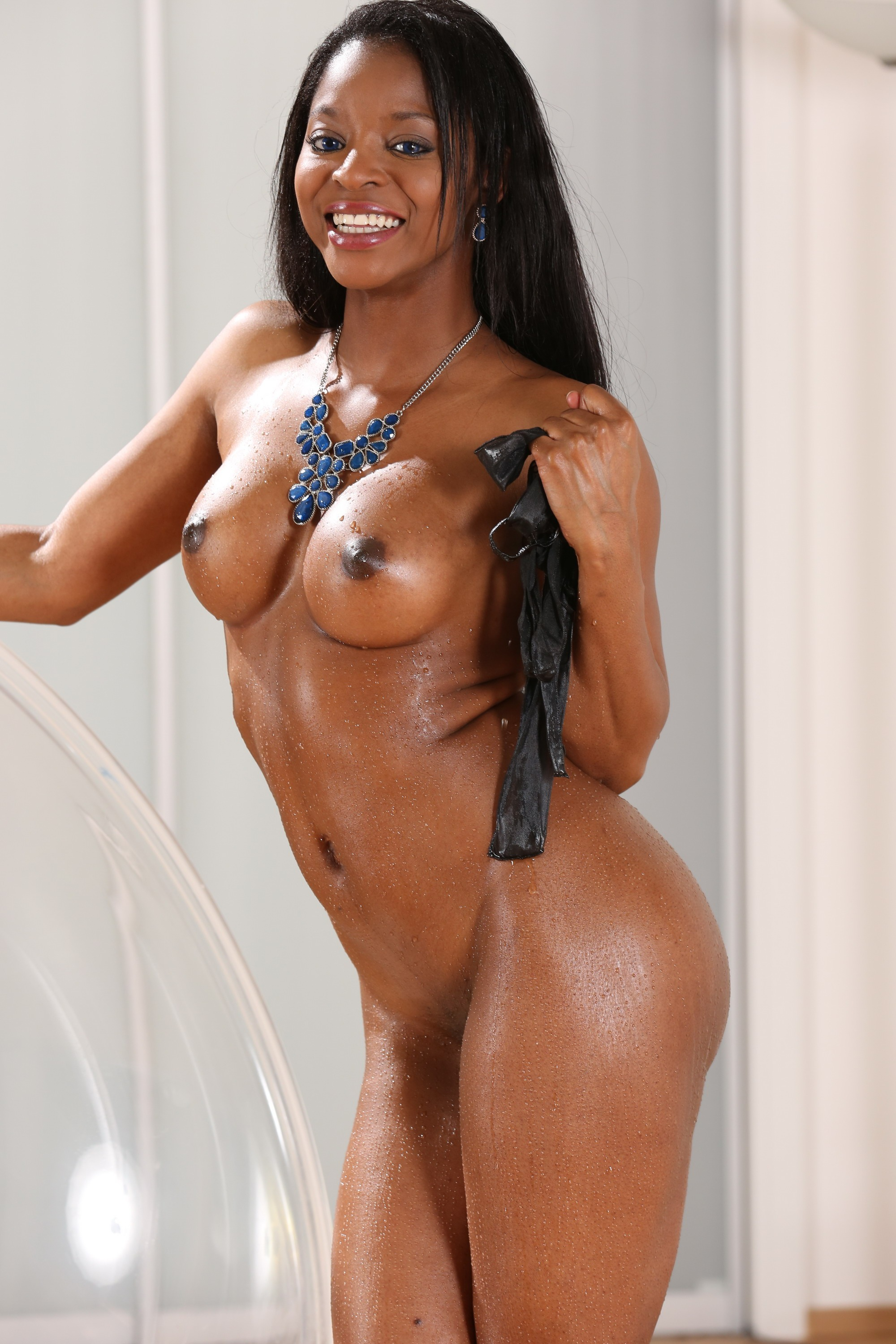 Anya ivy loves to show her big black boobs 5