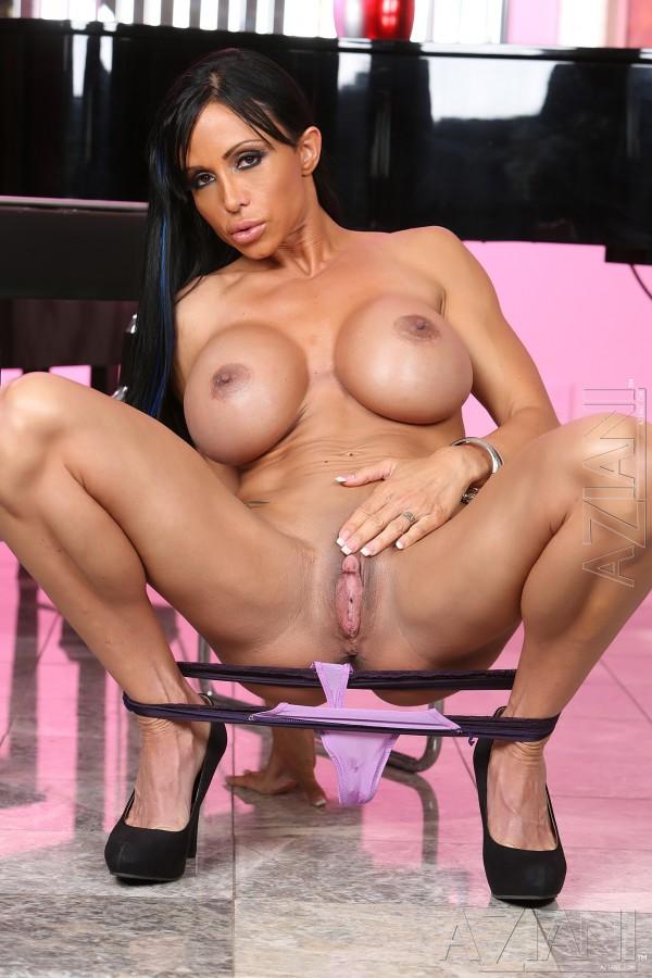 Tight Body Nude Chick